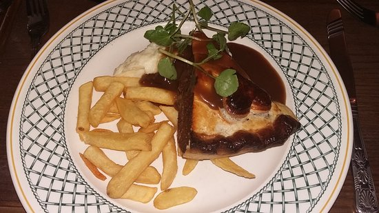 Aynho, UK: Great pie, stuffed with meat