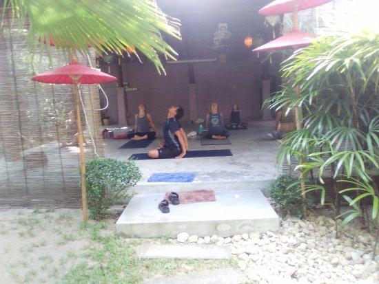 Бопхут, Таиланд: A Vinyasa flow class