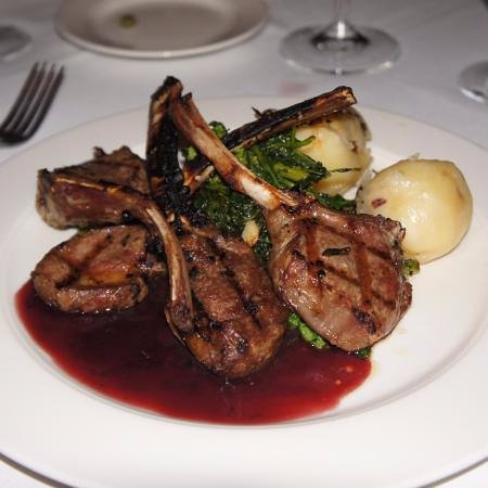Bradley Beach, Νιού Τζέρσεϊ: Grilled lamb chops with a wine reduction sauce