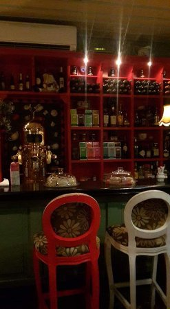 Petite Fleur : Sitting options at the bar