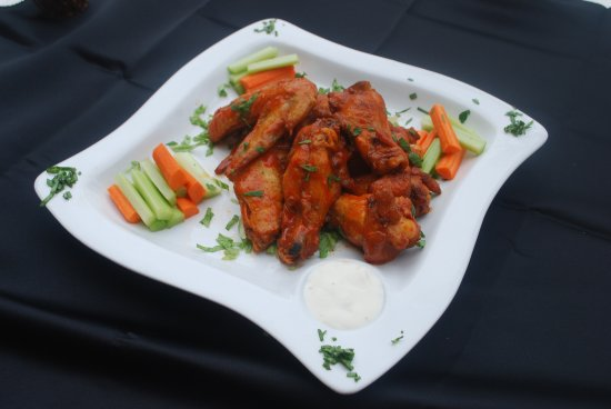 Sunny Isles Beach, FL: CHICKEN WINGS SPICY