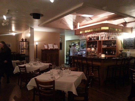 Alloro Wine Bar & Restaurant: Alloro interior