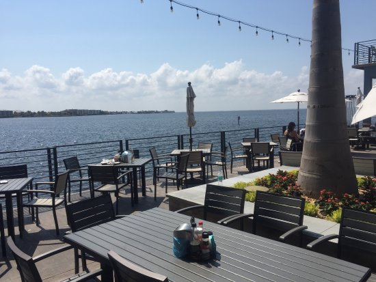 Village Fish Market Restaurant and Lounge: Great view from outside seating