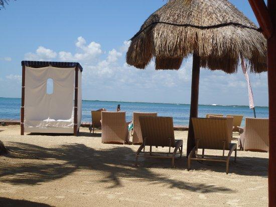 Sunset Marina Resort & Yacht Club: Edge of grounds looking over the lagoon