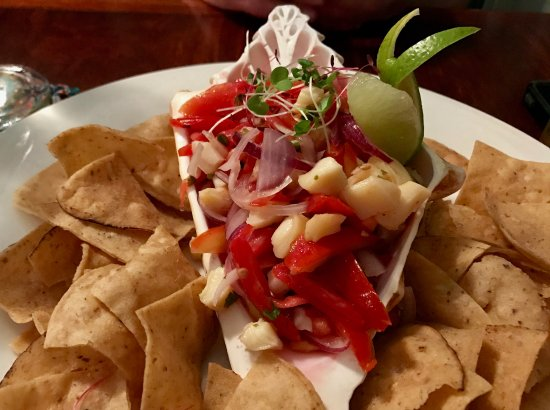 Sanny's Grill: Shrimp ceviche on the half shell with superb chips with a flourish...