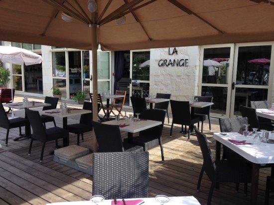 Varennes sur Loire, França: Terrasse sous grand parasol