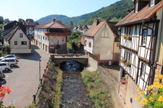 Neckarsteinach, Alemania: речка Штайнах впадает в неккар