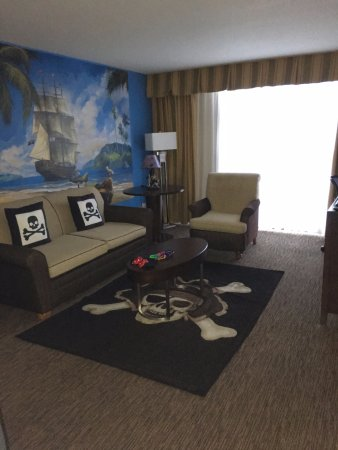 Pirate 1 Bedroom Suite Picture Of Holiday Inn Hotel Suites Anaheim 1 Blk Disneyland