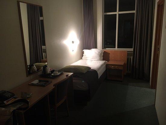 CenterHotel Skjaldbreid: Habitación limpia y de dimensión aceptable. Colchón cómodo.