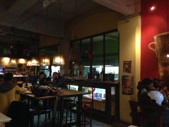 La Bascula : Кухня тут же за стеклом - справа