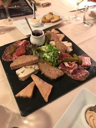 Assiette de charcuterie avec option foie gras d licieux for Assiette foie gras decoration