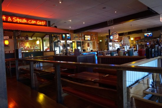Indooroopilly, Australia: Inside Hogs breath cafe @lunchtime