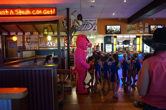 Indooroopilly, Australia: Some students visiting