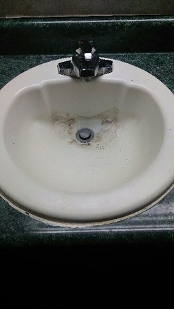 Englewood, OH: Dirty sink