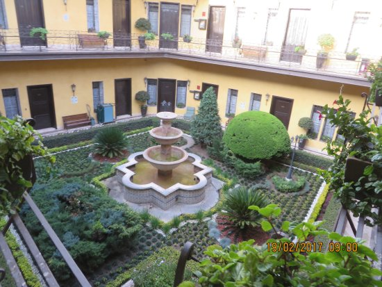 Hotel Colonial: Courtyard within the Colonial Hotel.