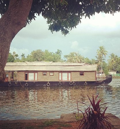 The Pamba Heritage Villa: Watching the house boats go by