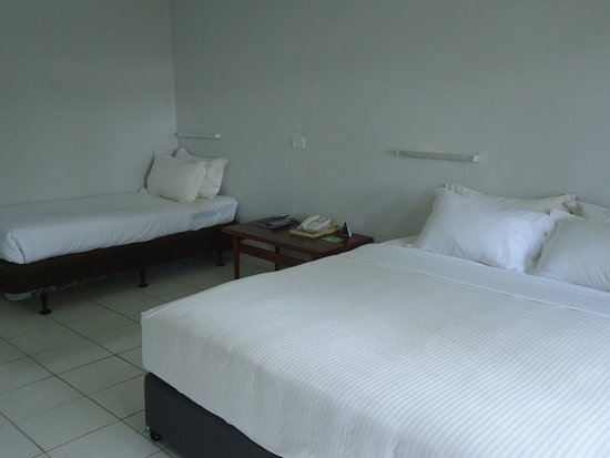Goroka, Papua-Neuguinea: Stand Room - 1 Queen Bed & 1 Single Bed