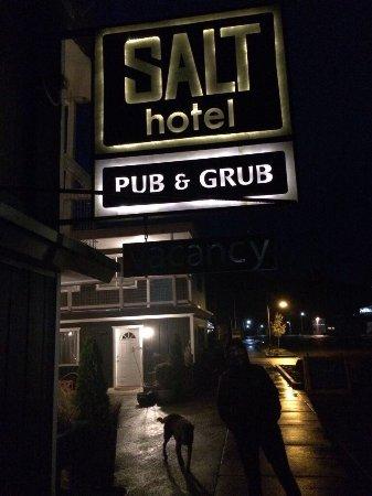 Ilwaco, WA: Salt Pub & Hotel