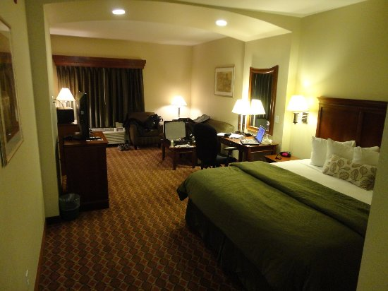 Mascoutah, IL: Room from the entry way