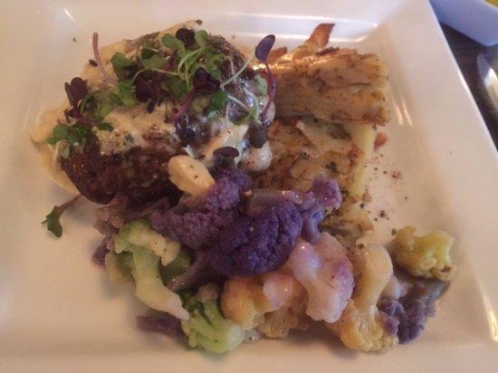 Bedford, بنسيلفانيا: Filet, potato au gratin, tri-colored cauliflower