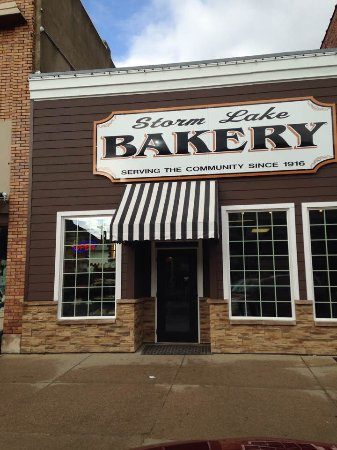 Store front of Storm Lake Bakery