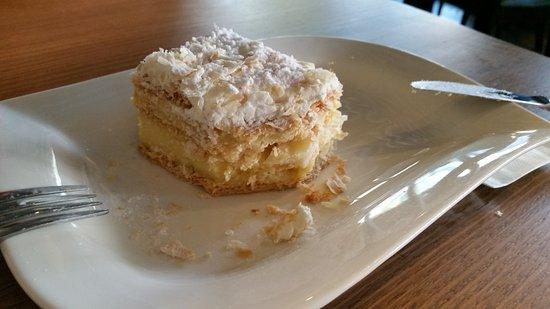 Oakleigh, Australia: Vanilla slice ( mille-feuilles) - sooo good