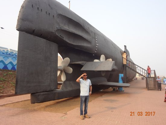 Submarino museo INS Kurusura: DSC09041_large.jpg