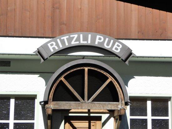 Innertkirchen, Schweiz: Der RITZLI PUB gehört zur Bar des Restaurantes.