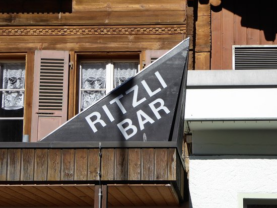 Innertkirchen, Schweiz: Dir RITZLI BAR hat erst am Abend geöfnet!
