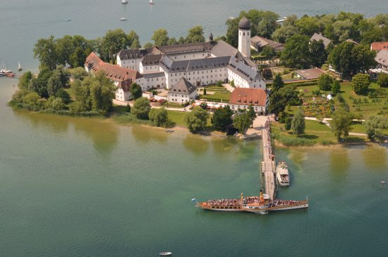 Upper Bavaria, Germany: Fraueninsel Klosterwirt direkt am Steg