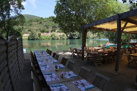 Saint-Rome-de-Tarn, France : Repas en famille, correct la vue!