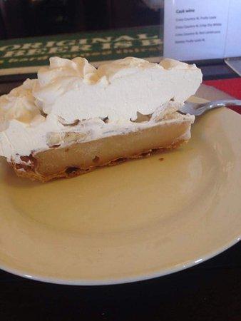 Narrandera, Australia: Lazy Lizard cakes & meals