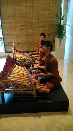 Sol Beach House Benoa Bali by Melia Hotels International: Evening entertainment at the hotel