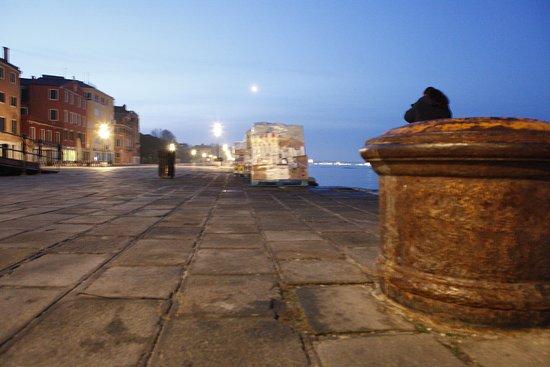 Hotel Ca' Formenta: Hafenpromenade vor dem Hotel