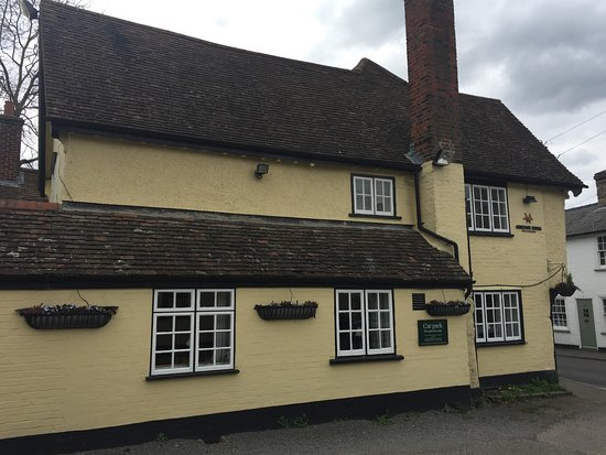 Ashwell, UK: Outside The Rose & Crown