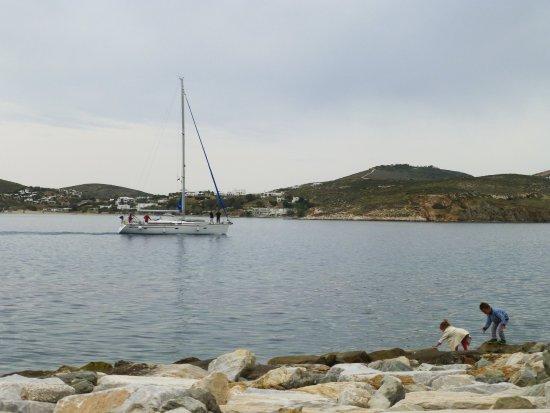Παροικιά, Ελλάδα: 在海濱看船