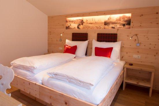 2 Schlafzimmer In Zirbe Mit Balkonzugang Und Aussicht Bild Von