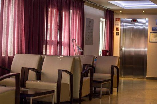 Francesc Layret   L Hospitalet De Llobregat Hotel Madanis Liceo