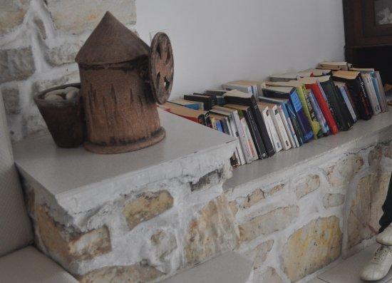 Hotel Eri: 民宿有關愛琴海文明的圖書角