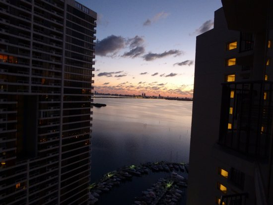 Miami Marriott Biscayne Bay: Taken from the balcony