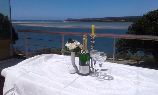 Witsand, Νότια Αφρική: Champagne suppers on the verendah by the Breede River at Breede View house.
