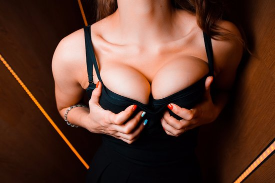 Find pictures of boobs