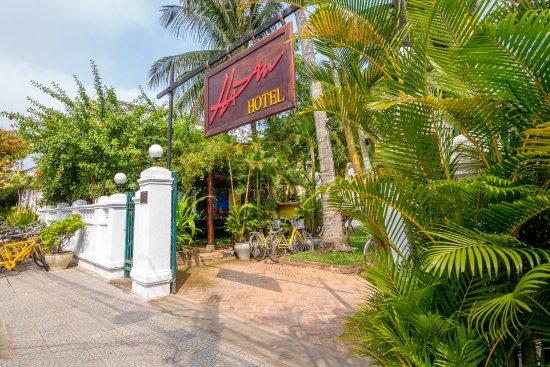 Ha An Hotel: Hotel entrance