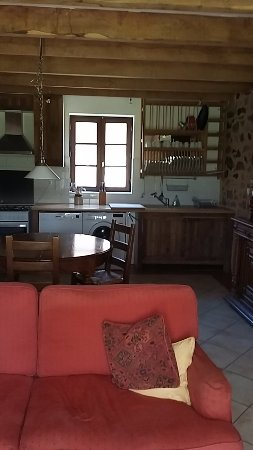 Videix, Francia: Kitchen and dining room of The Gite