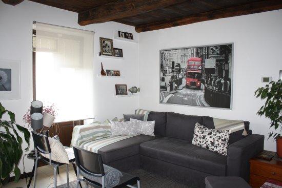soggiorno divano letto appartamento primo piano - Bild von L\'Attico ...