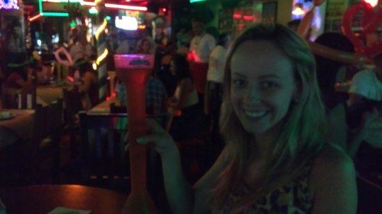 Carlos'n Charlie's Cancun: A Cerveja vem neste copo aí...