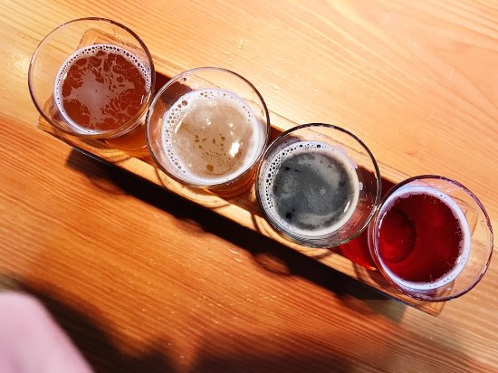 Vancouver Brewery Tours: Beer flight at Strange Fellows