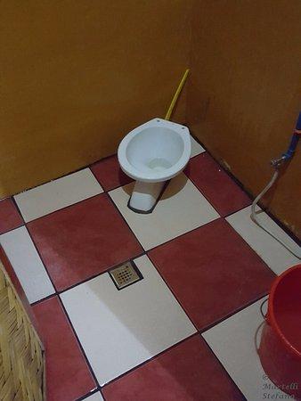 Tazza wc camera matrimoniale doppia con letti singoli - Picture of ...