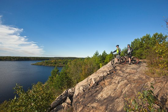 Travelway Inn Sudbury: Enjoy the view...Just up the road from us at Lake Laurentian