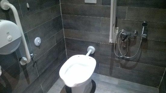 Bagno disabili privo di assewater foto di vasiniko cambiago tripadvisor - Obbligo bagno disabili parrucchieri ...